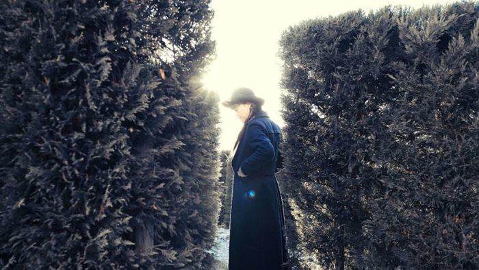 """Elena Sanchi: """"Tradire e fare"""" è il nuovo video."""