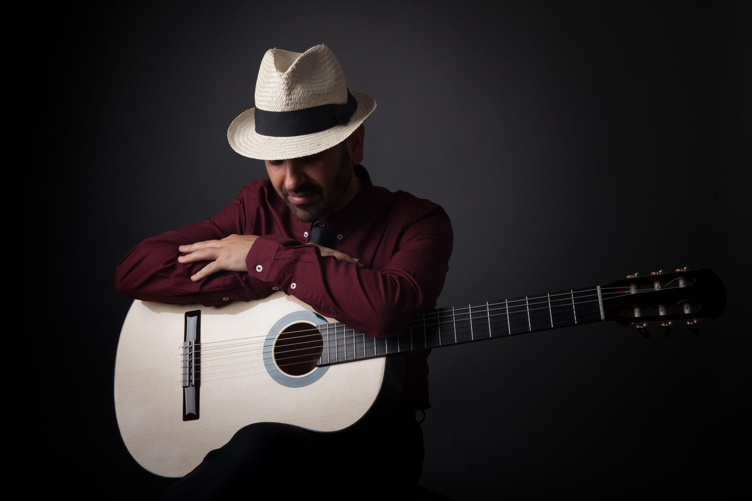 Giacomo Deiana: una chitarra acustica, una visione in musica.L'intervista su MIE