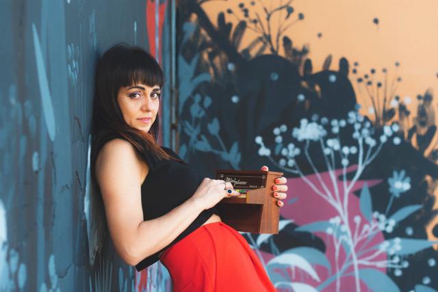 """Elena Sanchi: """"Dimmi chi sei"""" è il nuovo singolo."""